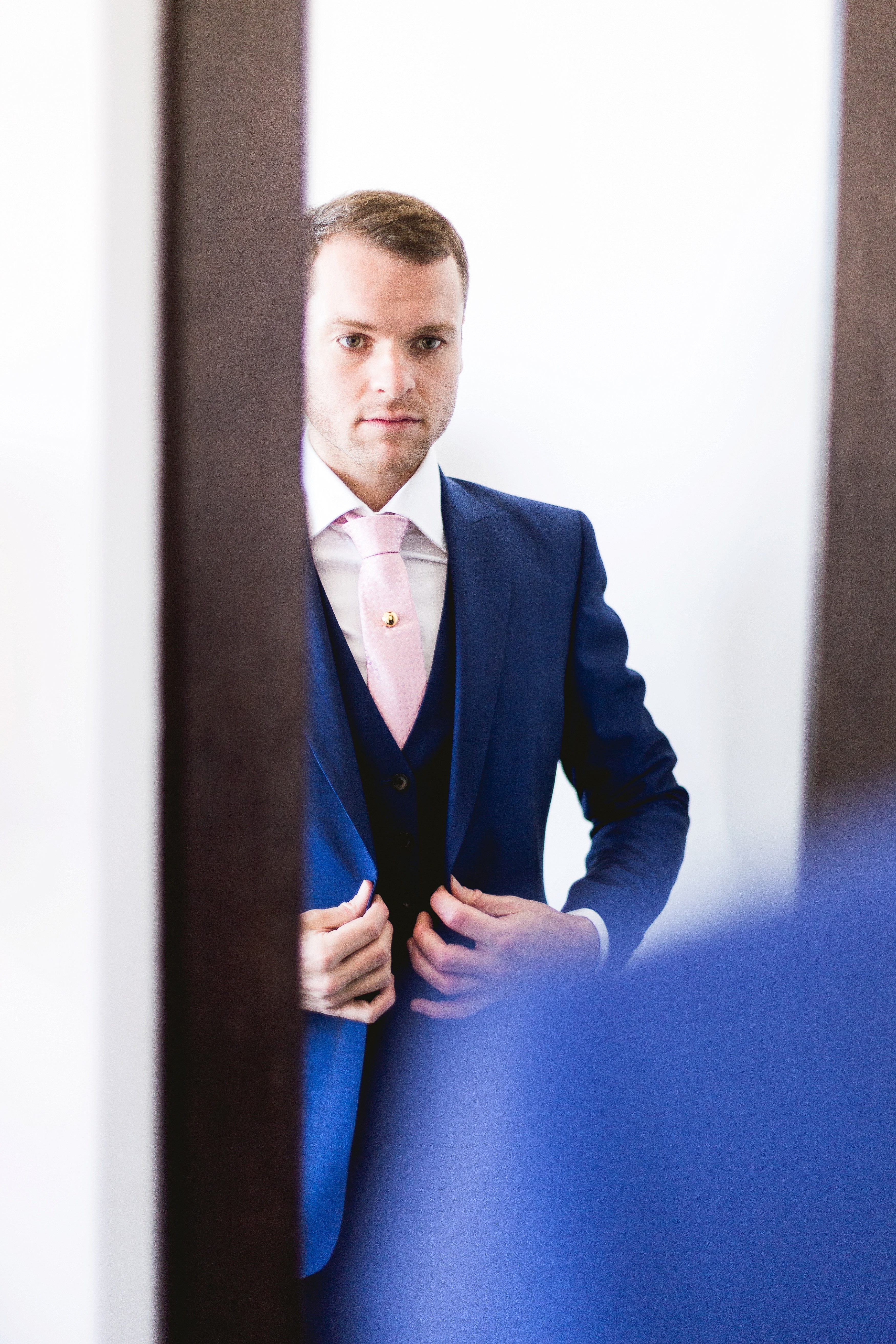 Groom Prep photos in london wedding photography by beatrici photography