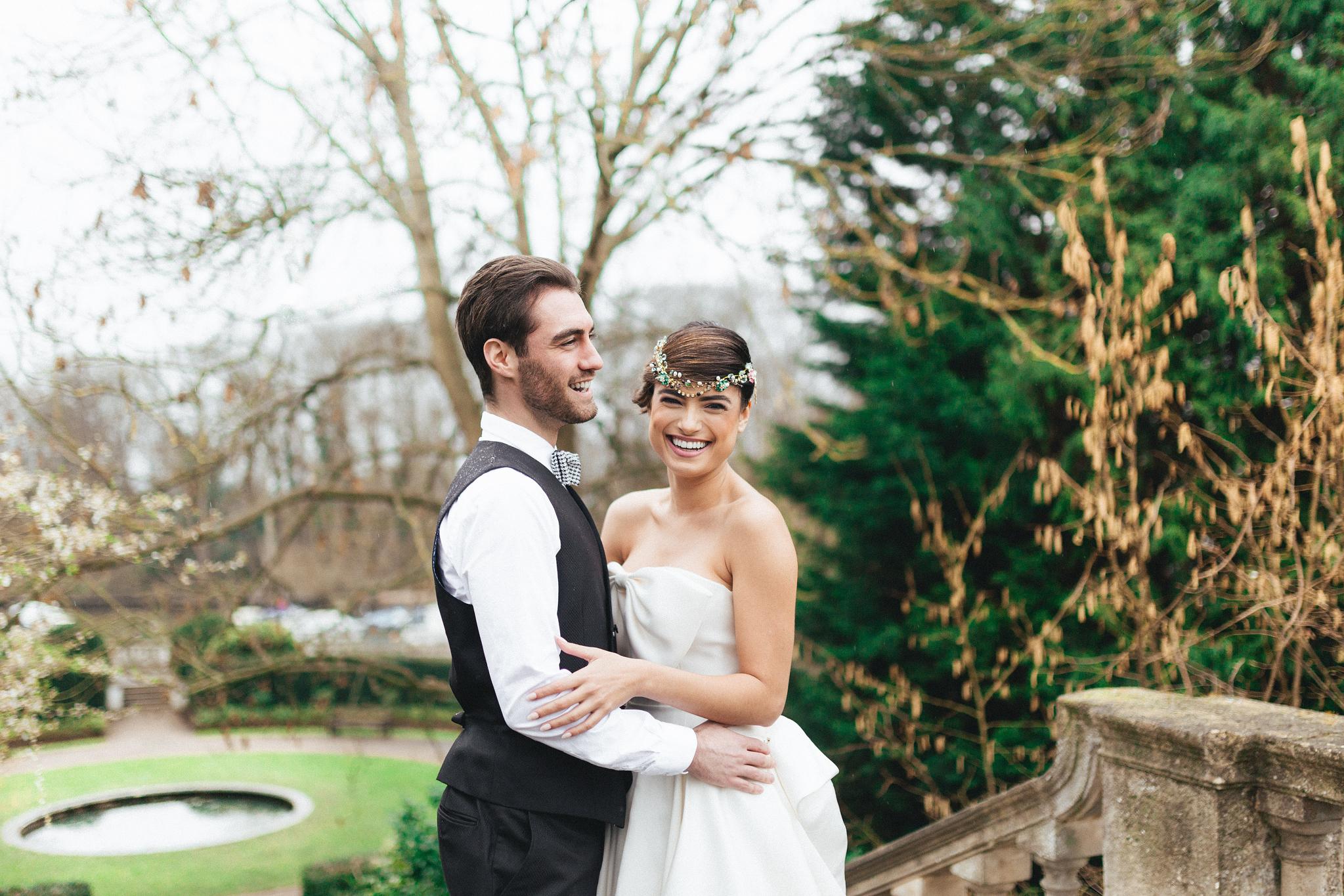 york house twickenham wedding photos couple shots at the garden grounds river