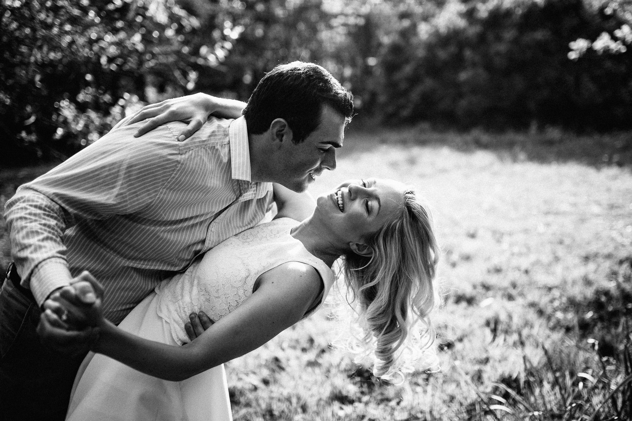 couple dancing at richmond park for pre wedding photoshoot
