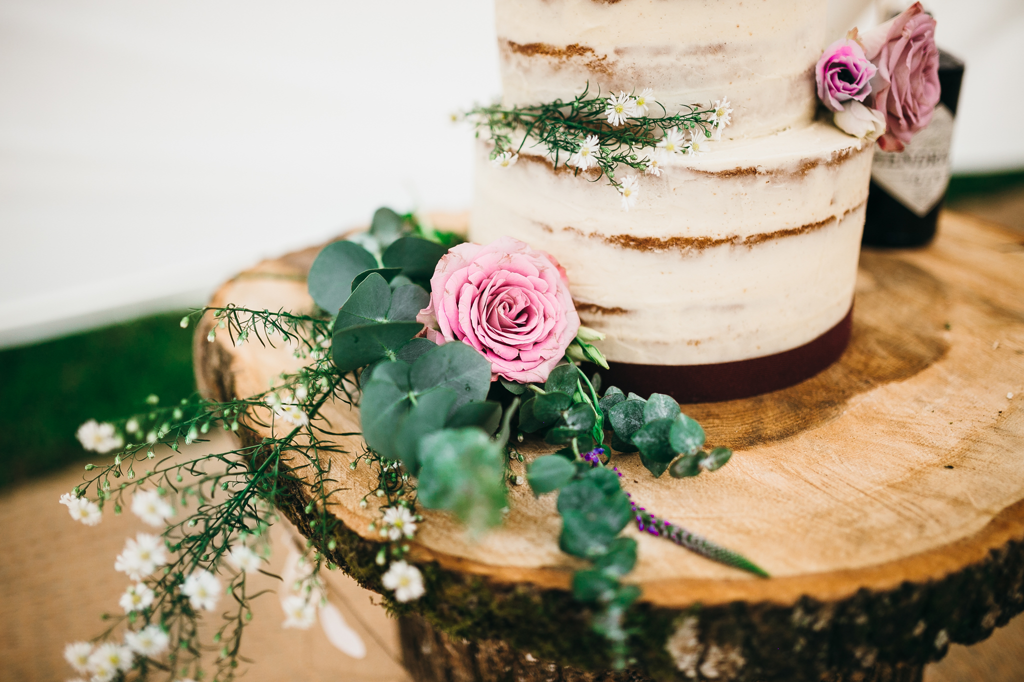 colorful rustic and vintage tipi wedding photography in surrey cake
