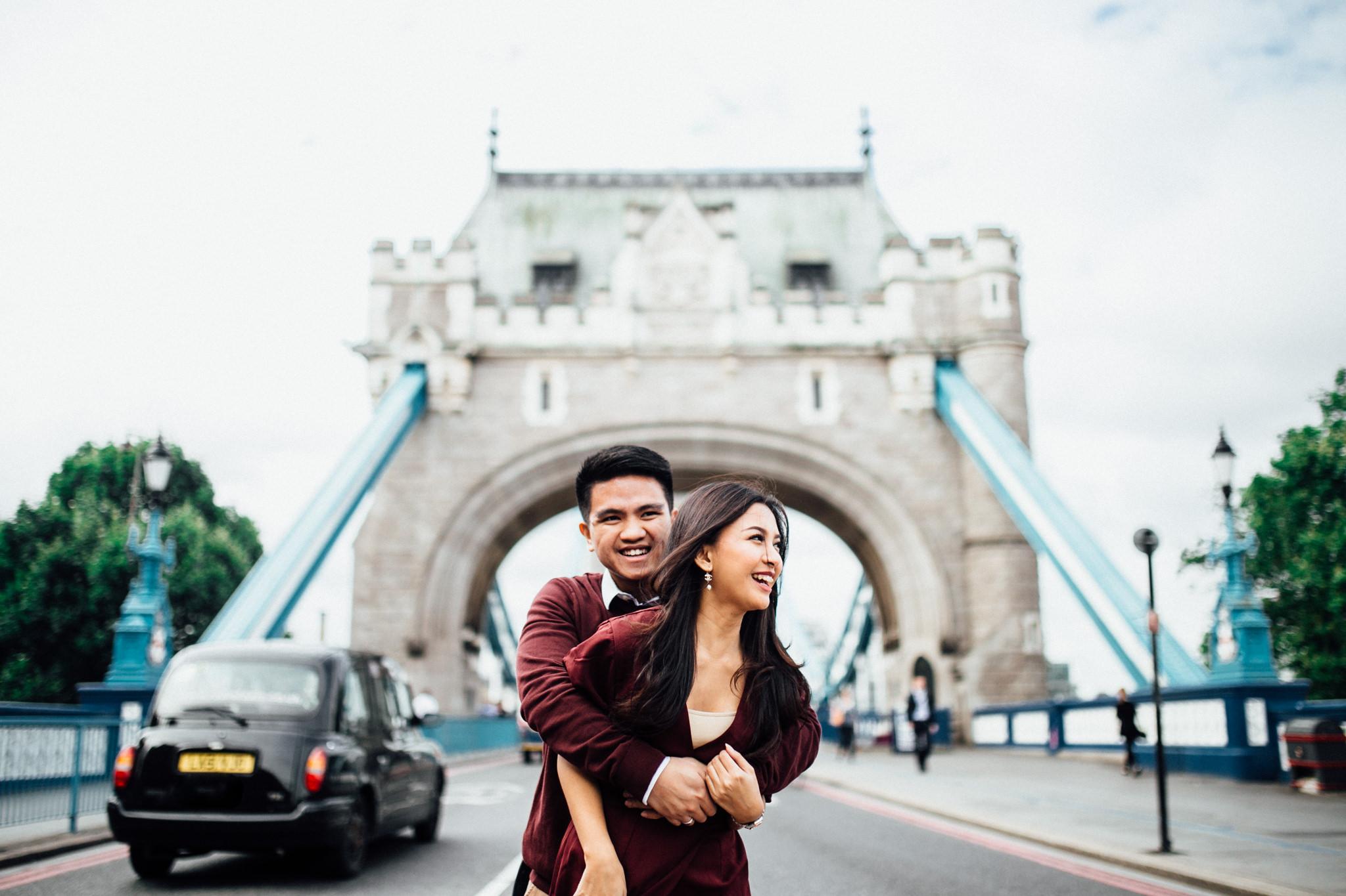 london engagement couples shoot at tower bridge asian couple