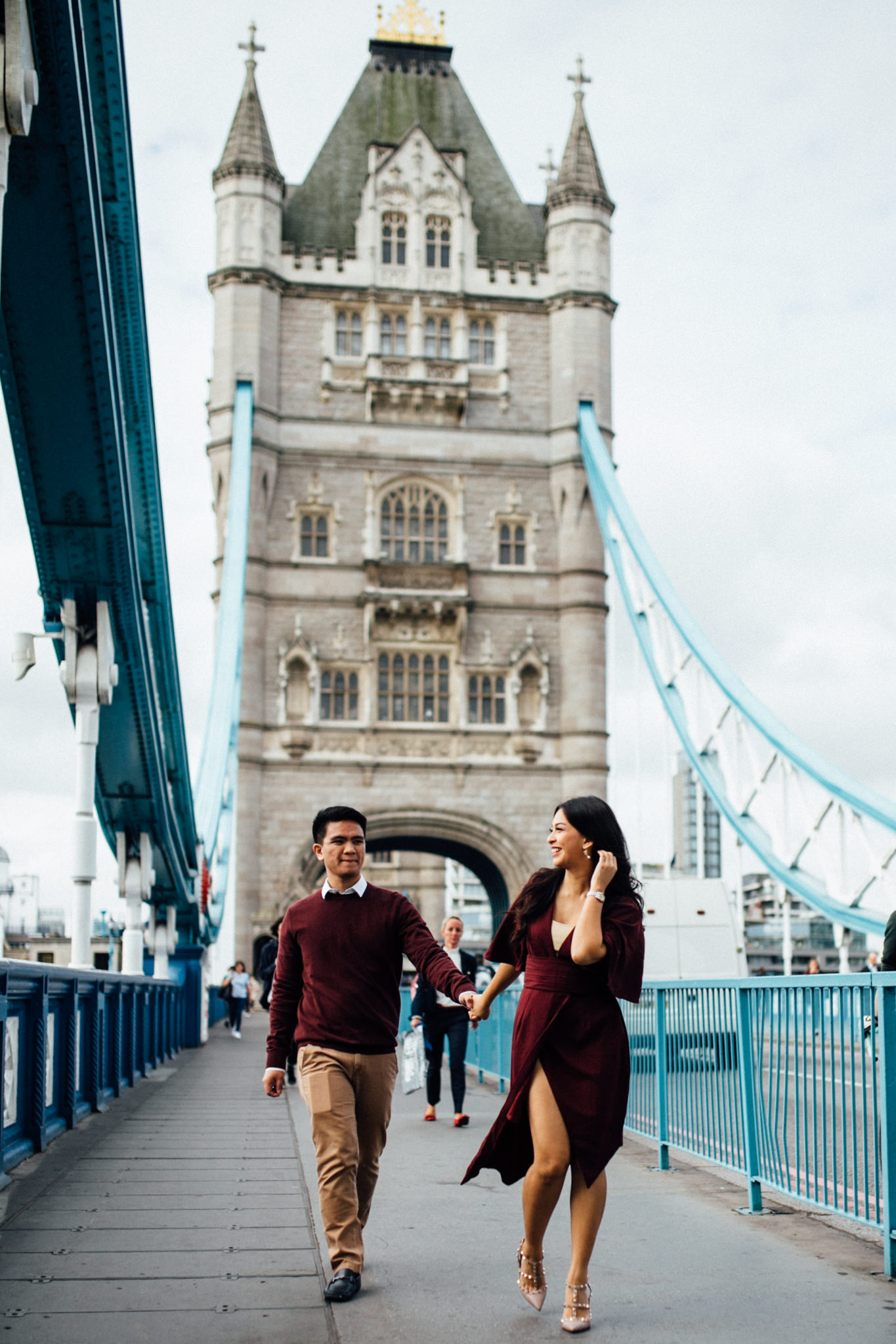 london engagement couples shoot at london eye and tower bridge asian couple