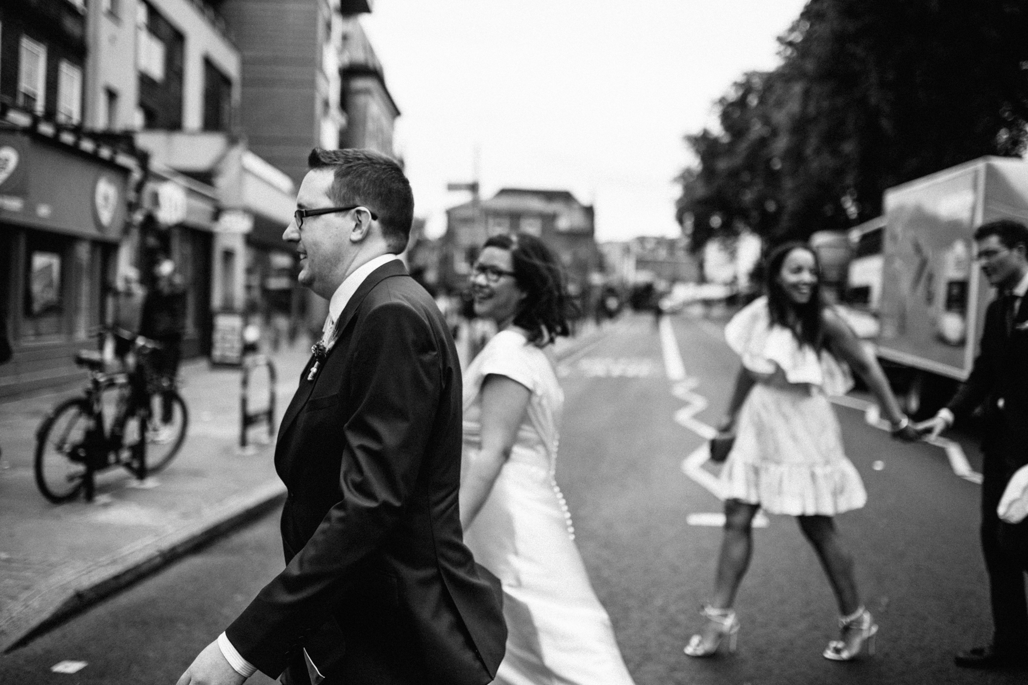 wedding in islington and narrowboat pub and angel area in london wedding photographer