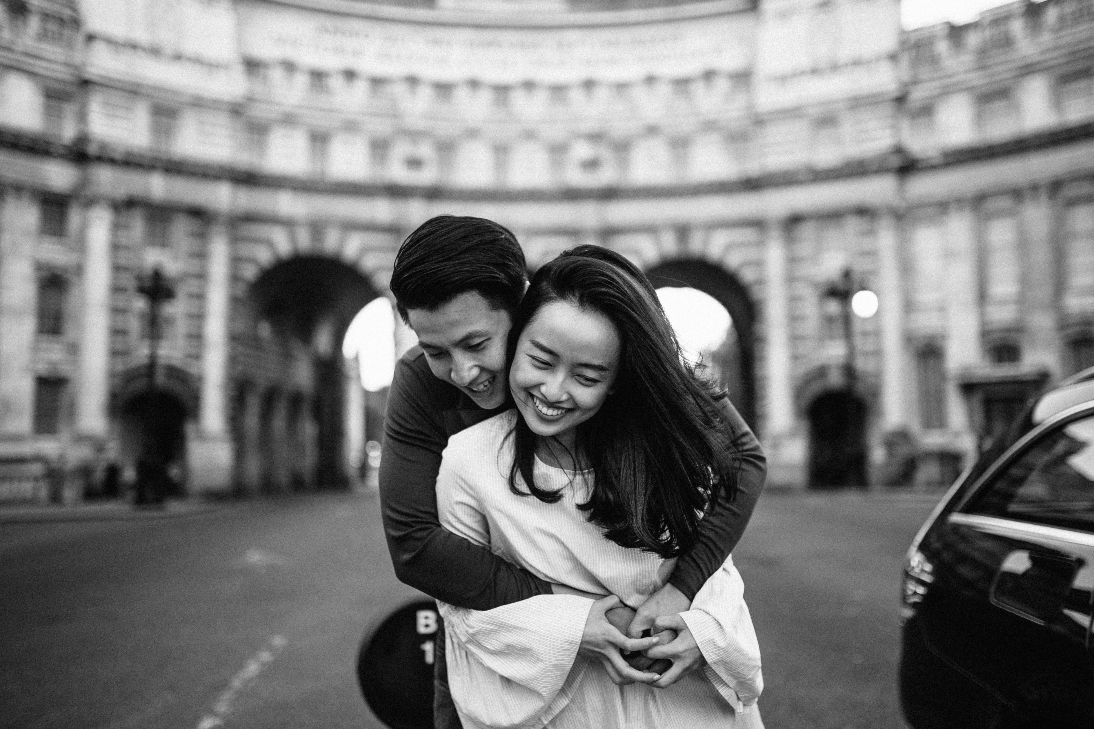 FUN ENGAGEMENT SHOOT IDEAS IN LONDON WESMINSTER SOHO AND SOUTH BANK BIG BEN