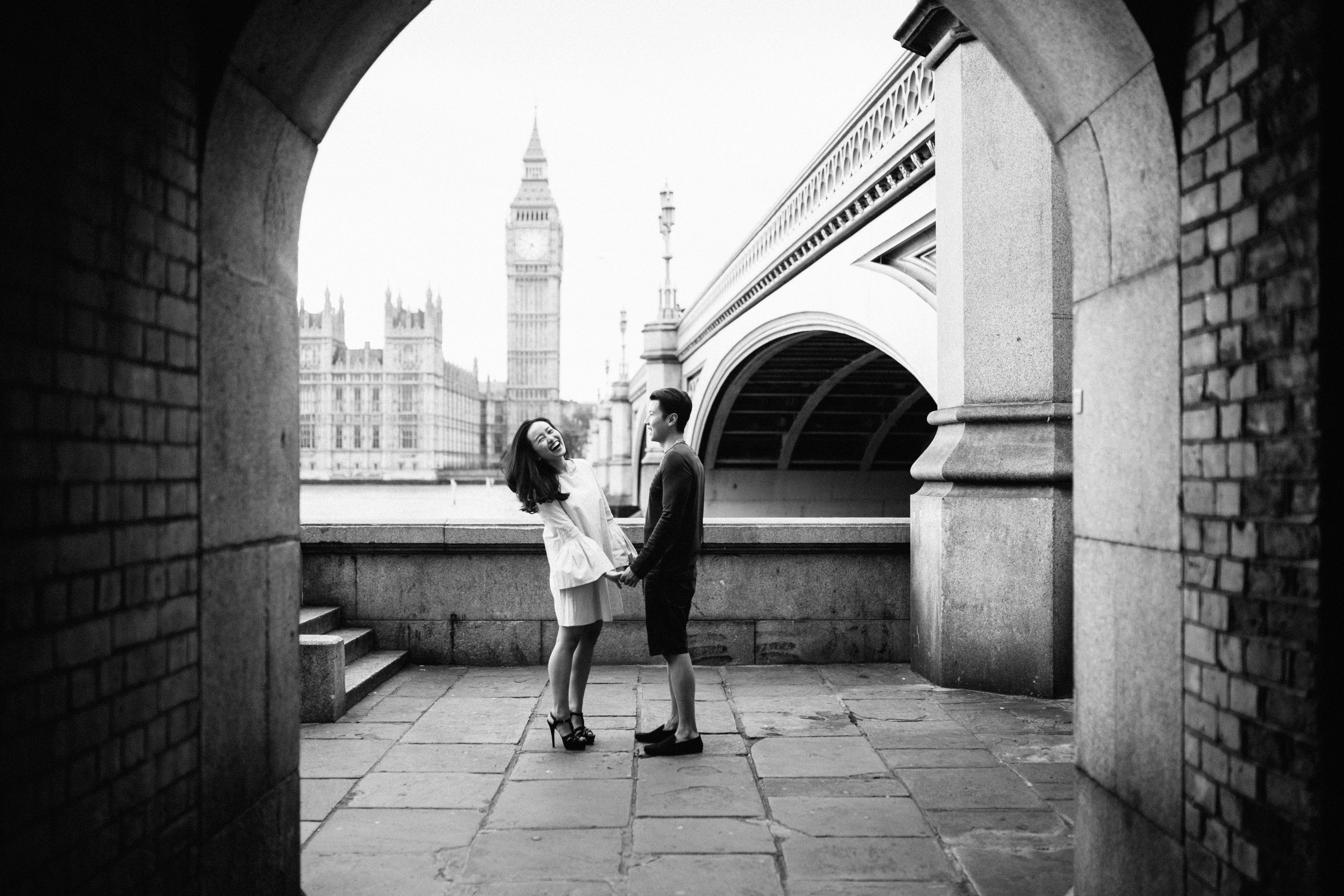 LOVERS IN LONDON fun engagement shoot ideas in london pre wedding at wesminster soho and south bank