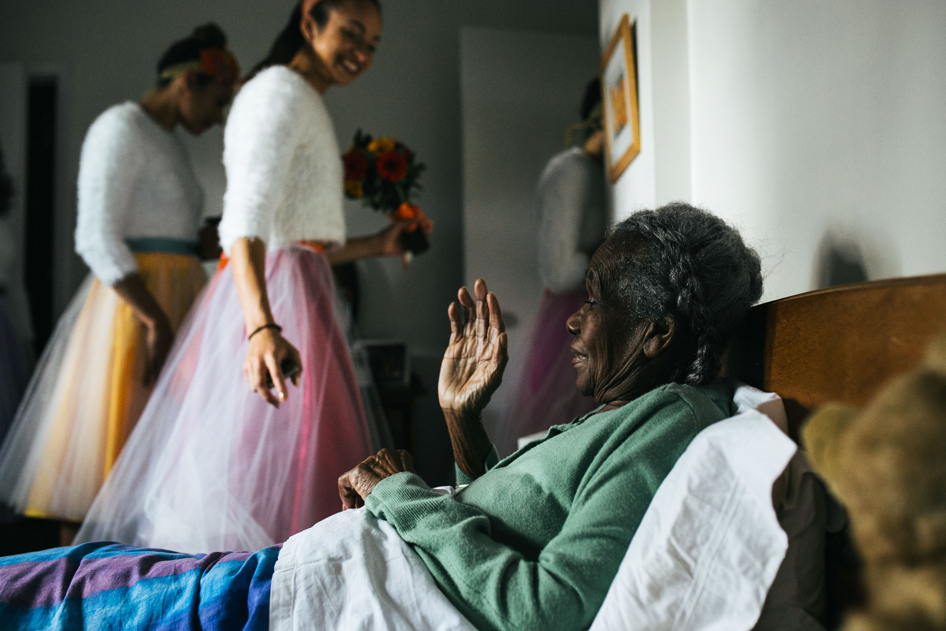 bride visits grandmother with alzheimers before ceremony