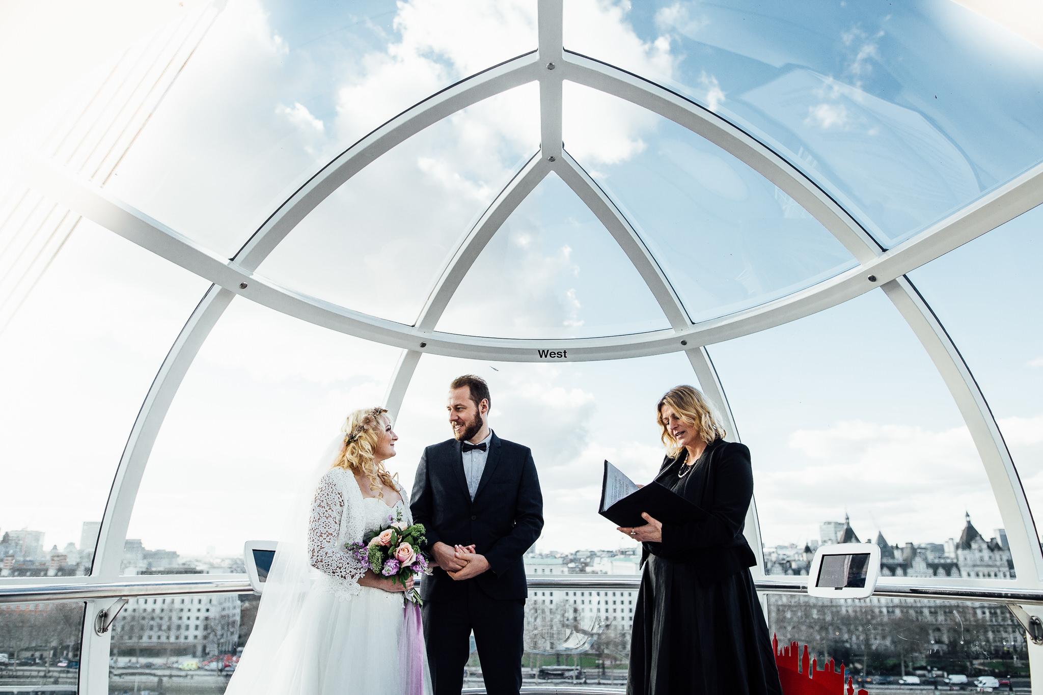 elopement photographer inside london eye ceremony