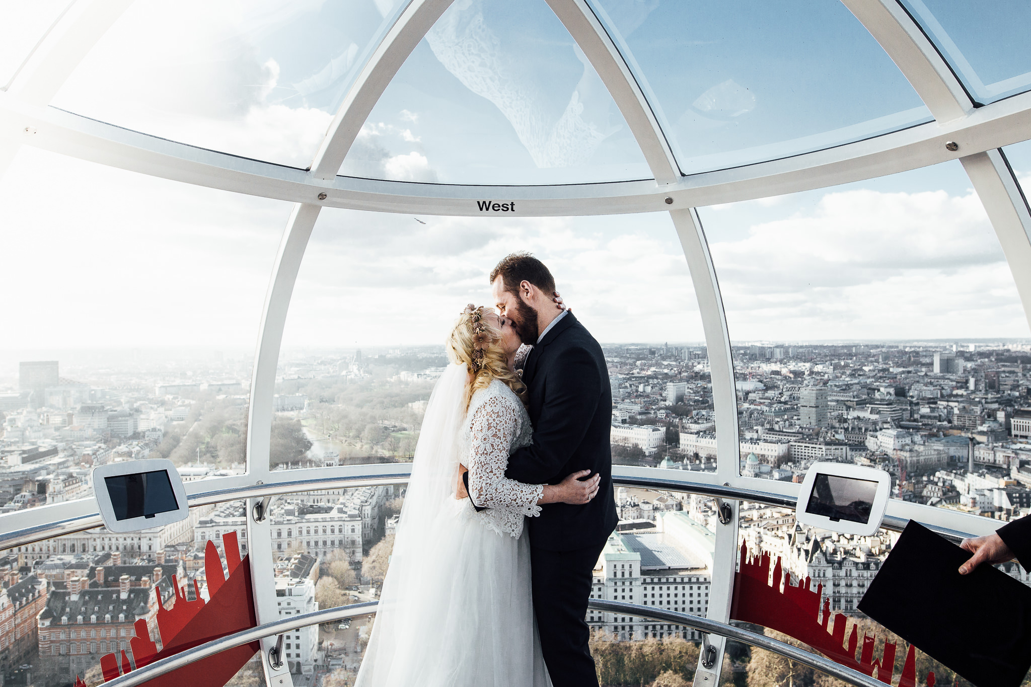 elopement photographer inside london eye humanist ceremony