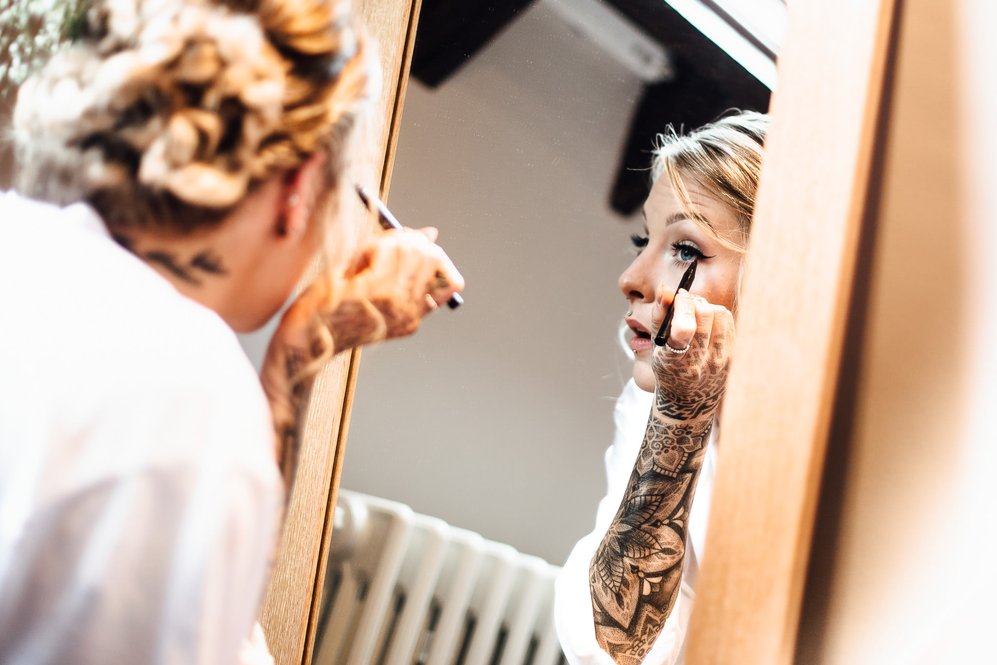 tattooed bride make up photos at woodland wedding photos
