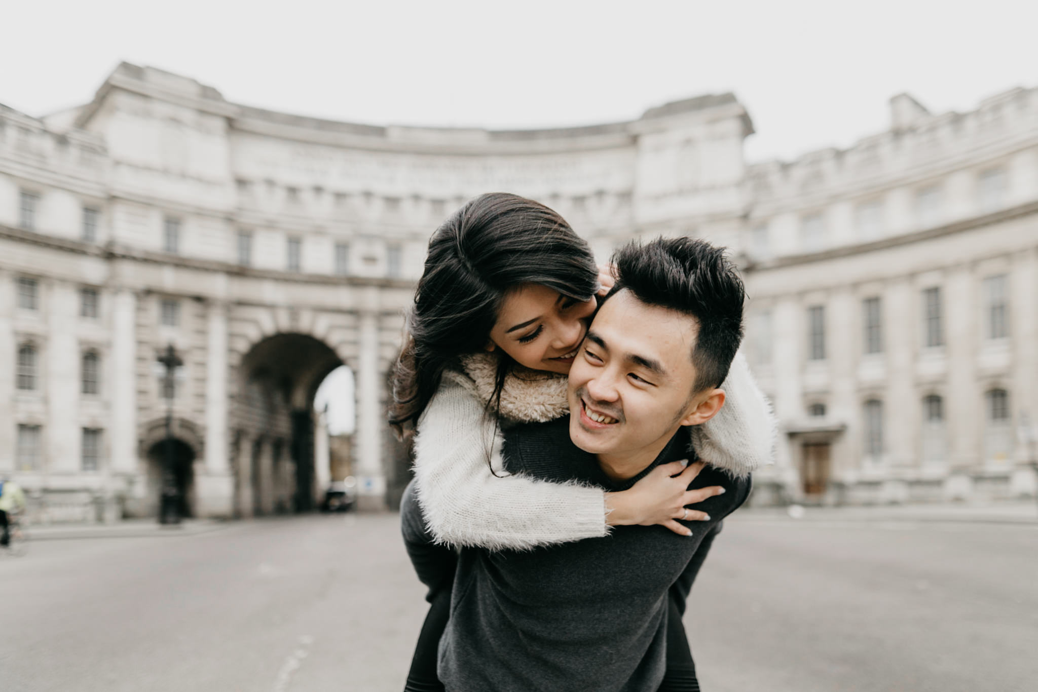 admiralty arch pre wedding shoot and holiday photo shoot in london
