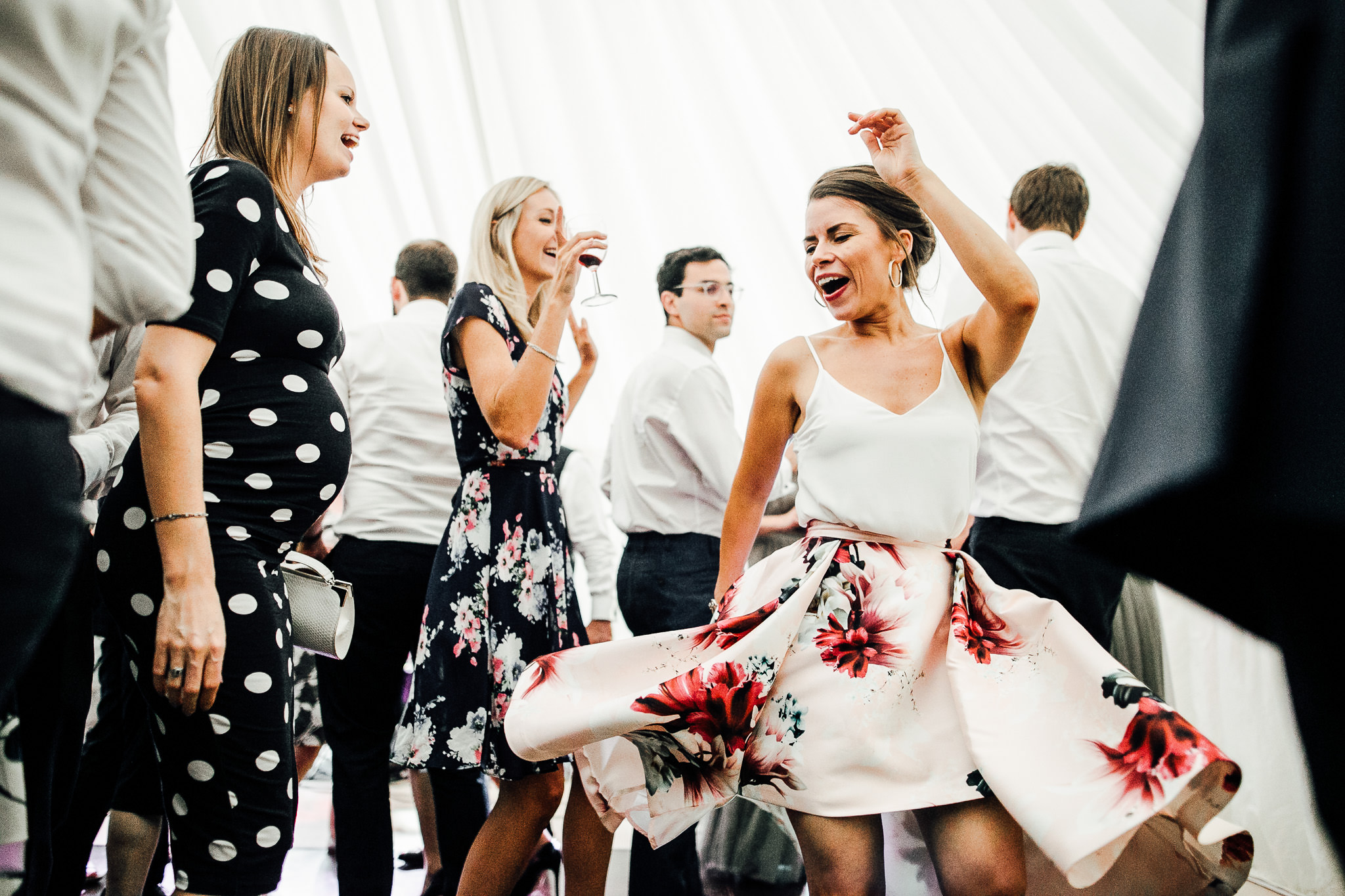 awesome dance shots at weddings