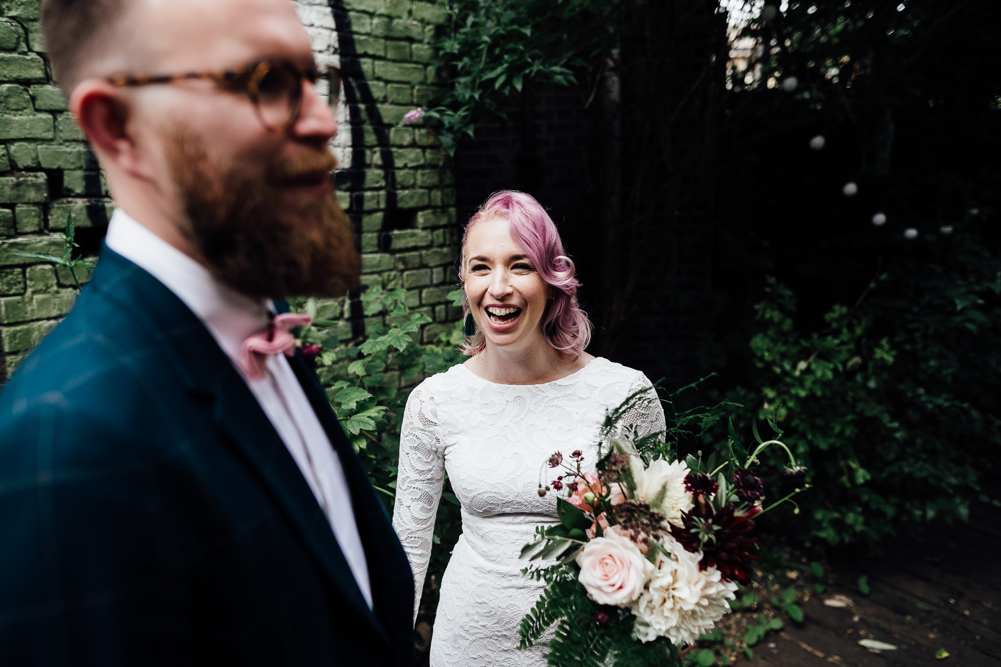 bride and groom at curve garden in dalston