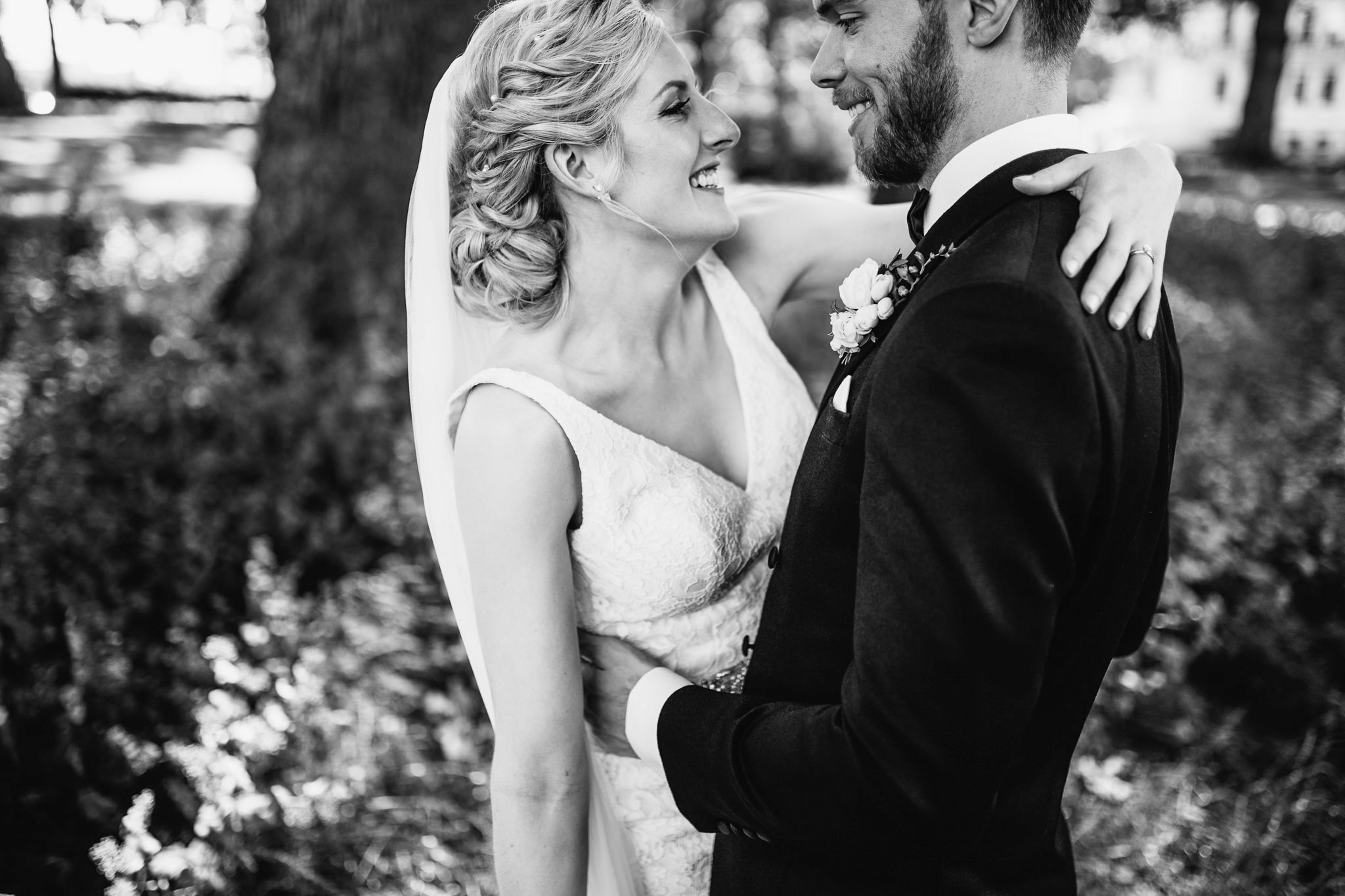 secret river garden wedding photos
