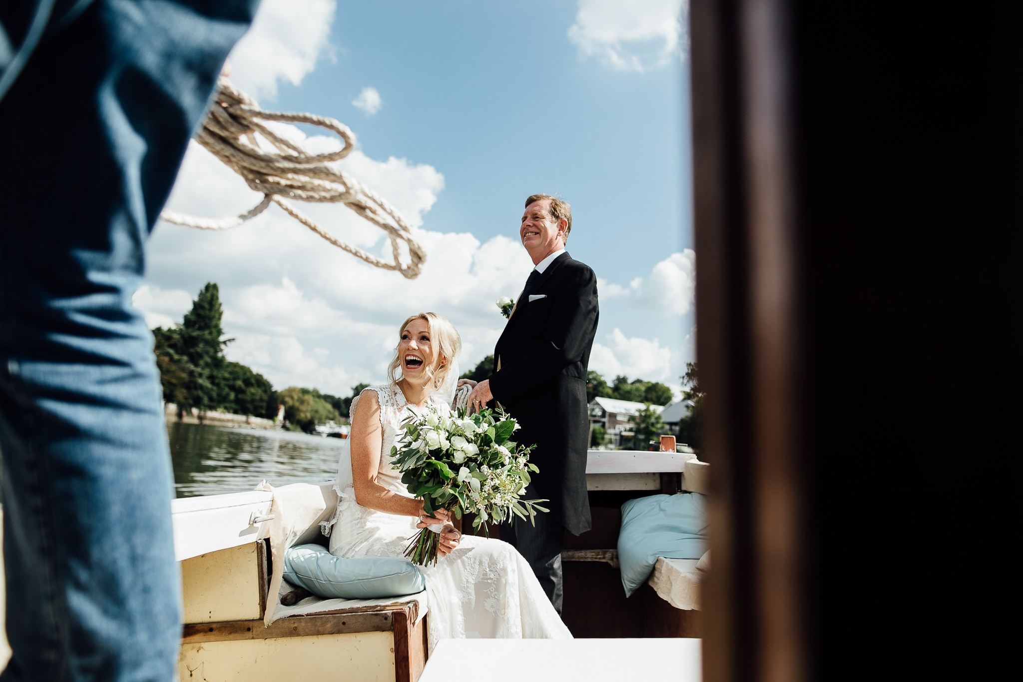 bride sails to her wedding river thames
